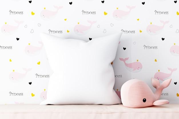 Mockup cuscino per bebè con peluche rosa