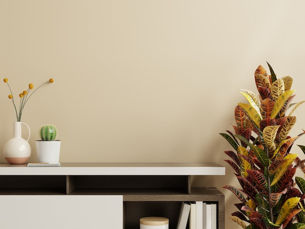 Parete mockup con pianta, parete color crema e mensola. rendering 3d