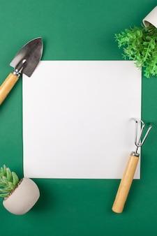 Mocup è uno spazio bianco vuoto per il testo, post pubblicitario di progettazione di giardinaggio