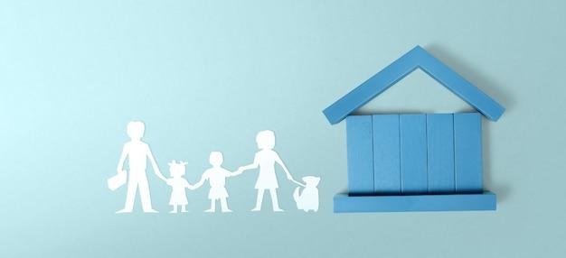 Modello di casa in miniatura indipendente mock up. concetto di investimento immobiliare immobiliare