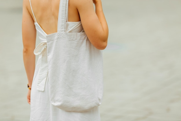 Modello tote bag in tessuto bianco vuoto. borsa ecologica riutilizzabile per lo shopping. rifiuti zero concetto.