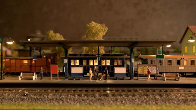 Scena della stazione ferroviaria di modello.