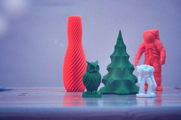 I modelli stampati su una stampante 3d. tecnologia additiva moderna e progressiva. copia spazio, spazio per il testo.