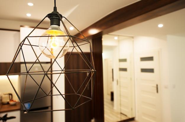 Illuminazione moderna dell'appartamento.
