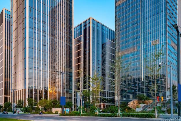 Edificio per uffici di architettura moderna nel distretto finanziario di jinan