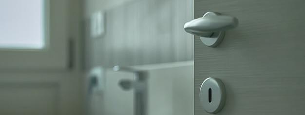 Dettaglio bagno moderno, immagine banner con spazio copia
