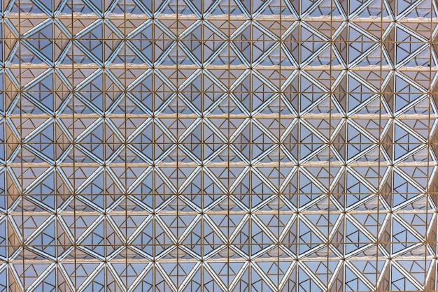 Priorità bassa di disegno geometrico del tetto di edificio moderno. inquadratura orizzontale