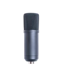 Microfono a condensatore moderno isolato su superficie bianca