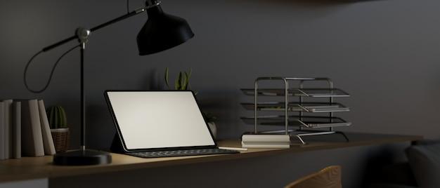 Interno scuro moderno dell'area di lavoro con il rendering 3d di sfondo grigio scuro mockup di tablet digitale