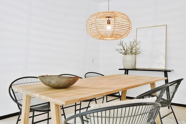 Sala da pranzo moderna in una casa di lusso