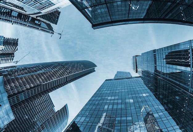 Moderni grattacieli di vetro Foto Premium