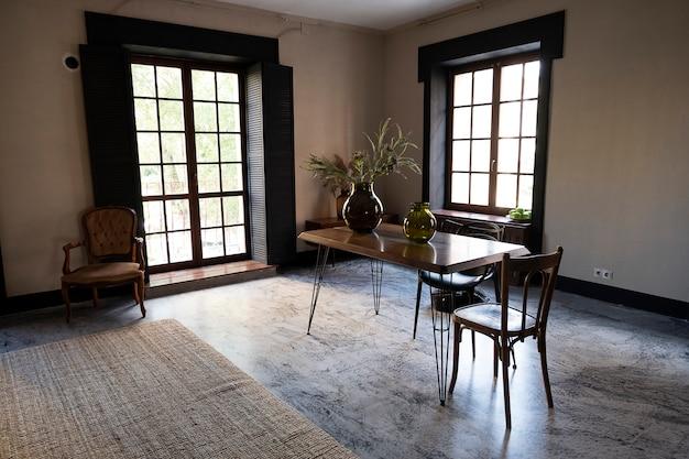 Interno moderno della stanza, sala da pranzo