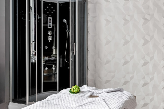 Complesso termale moderno della stanza interna e la sauna e il massaggio