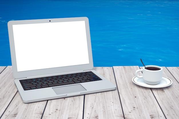Computer portatile moderno con la tazza di caffè davanti al primo piano estremo dell'oceano. rendering 3d