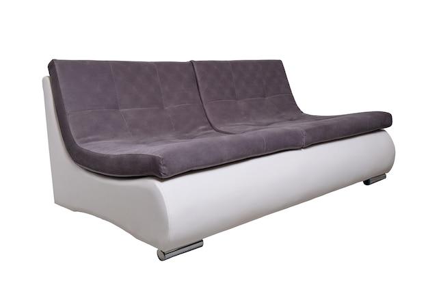 Divano moderno in pelle con cuscini in tessuto grigio isolato, vista laterale. divano contemporaneo, mobili in stile minimal, interni, design per la casa