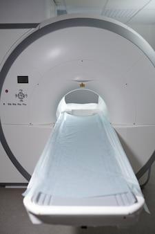 Moderne apparecchiature per la risonanza magnetica in cliniche o ospedali