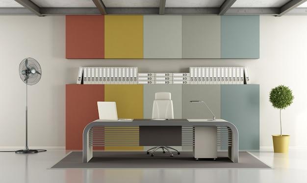 Ufficio moderno con scrivania e pannelli colorati sullo sfondo