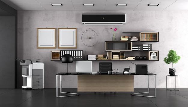 Ufficio moderno con ampia scrivania