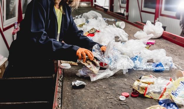 Moderno impianto di riciclaggio. raccolta differenziata dei rifiuti.