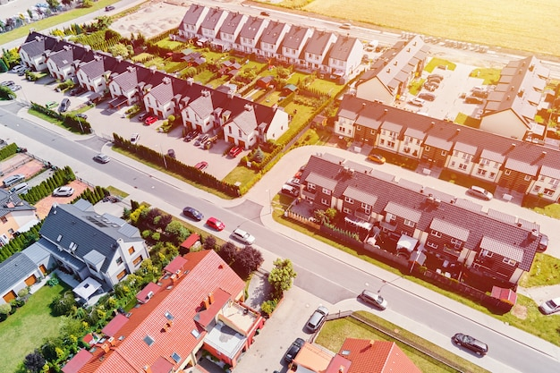 Quartiere residenziale moderno nella città europea, vista aerea