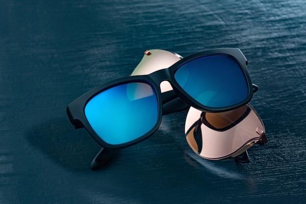 Occhiali da sole moderni. accessorio moderno per la protezione degli occhi.