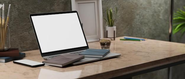 Rendering 3d del mockup della struttura dello schermo vuoto del computer portatile in stile interno del posto di lavoro moderno del sottotetto d'epoca