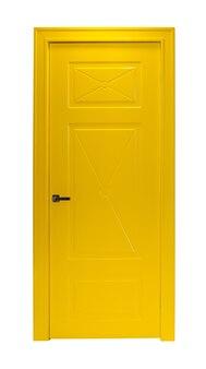 Porta moderna della stanza gialla isolata su bianco