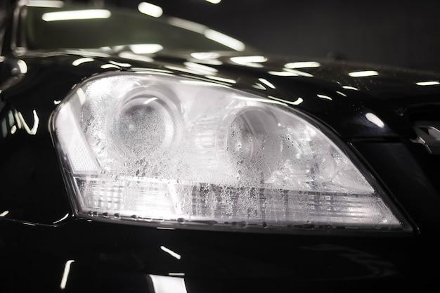 Umidità all'interno del faro dell'auto