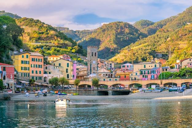 Monterosso al mare, antichi borghi marinari delle cinque terre sulla riviera italiana in italia