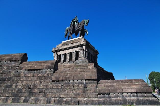 Monumento a coblenza sul fiume reno e sul fiume mosella, germany
