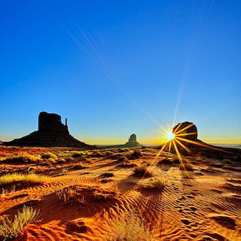 Monument valley tribal park all'alba, arizona