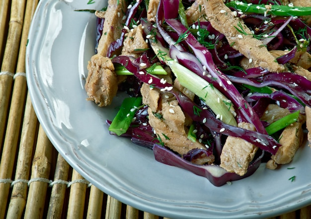 Piatto di maiale moo shu del cinese settentrionale. cucina cinese americana
