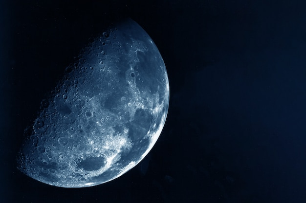 La luna in alta qualità su uno sfondo scuro gli elementi di questa immagine sono stati forniti dalla nasa