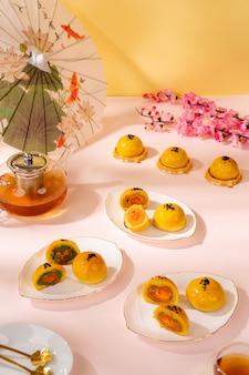 Un mooncake è un prodotto da forno cinese tradizionalmente consumato durante il midautumn festival