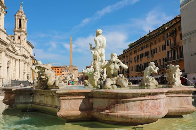 Fontana del moro in piazza navona a roma, italia