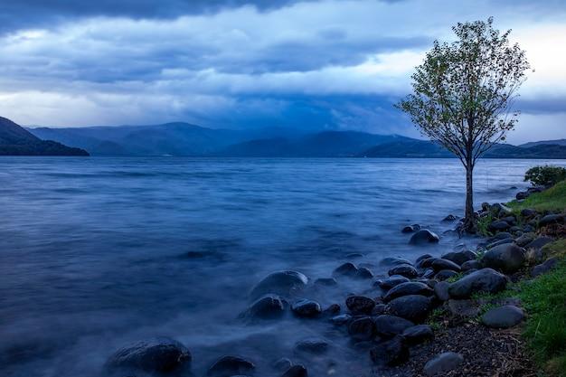 La luce del mattino del lago toya hokkaido una delle destinazioni di viaggio più popolari in hokkaido in giappone
