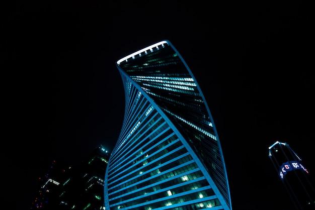 Centro internazionale di affari di mosca (mosca-città) di notte. russia