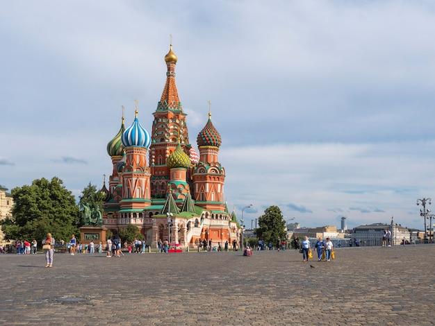 Mosca, russia, piazza rossa, vista della cattedrale di san basilio in sum