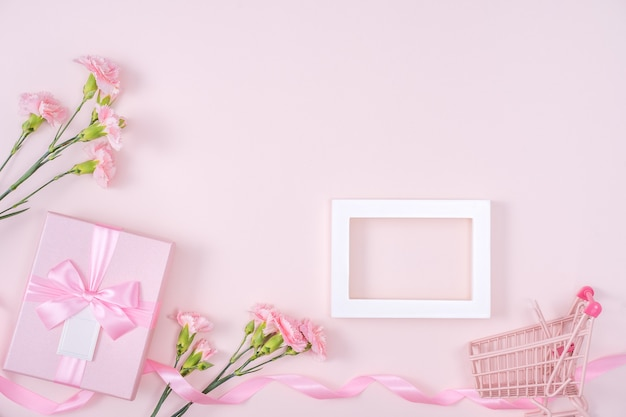 Festa della mamma, concetto di progetto di sfondo di san valentino con fiore di garofano rosa