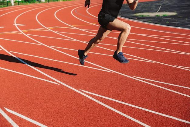 Giovane sportivo motivato