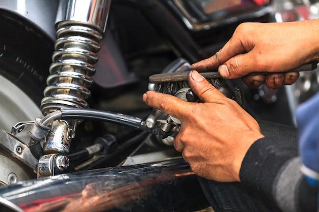 Meccanico di moto