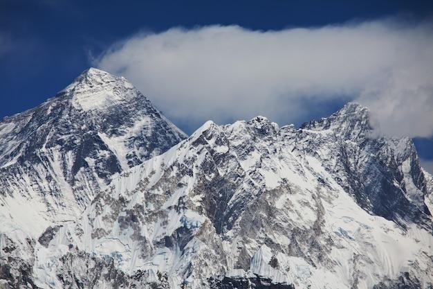 Monte everest da kala patthar, modo per montare il campo base dell'everest, valle del khumbu, nepal