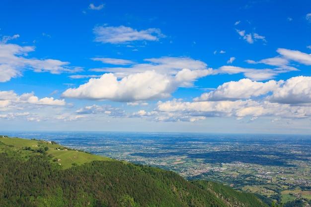 Paesaggio di montagna dal monte grappa, italia, alpi italiane