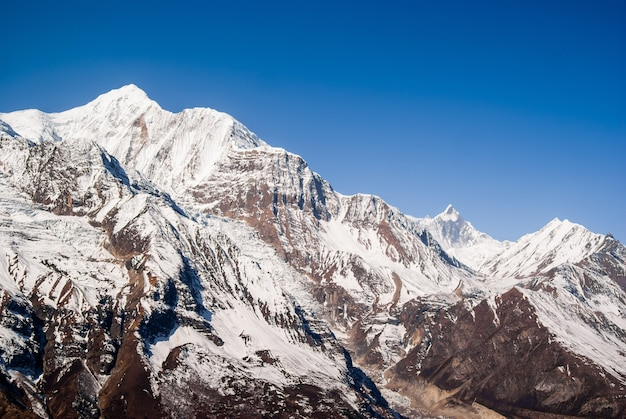 Paesaggio di montagna in giornata di sole