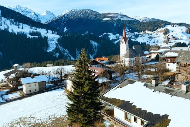 Villaggio di montagna liesing in lesachtal sul confine carinzia-tirolo orientale, austria.