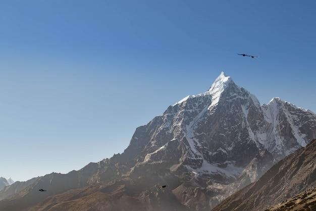 La montagna in nepal è meravigliosa ovunque