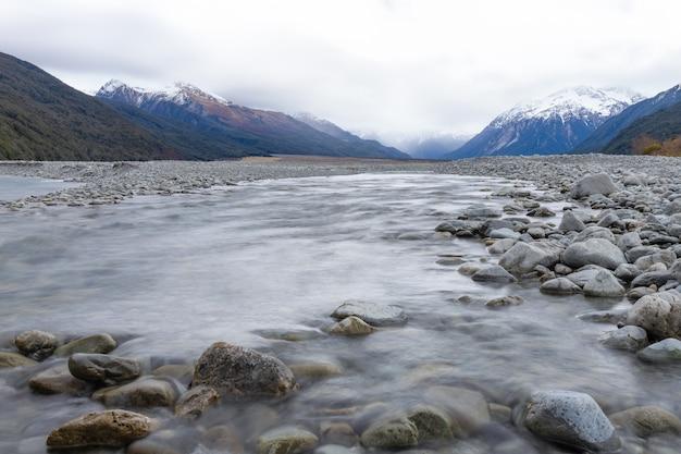 Montagna fiume creek paesaggio arthurs pass lookout isola del sud nuova zelanda
