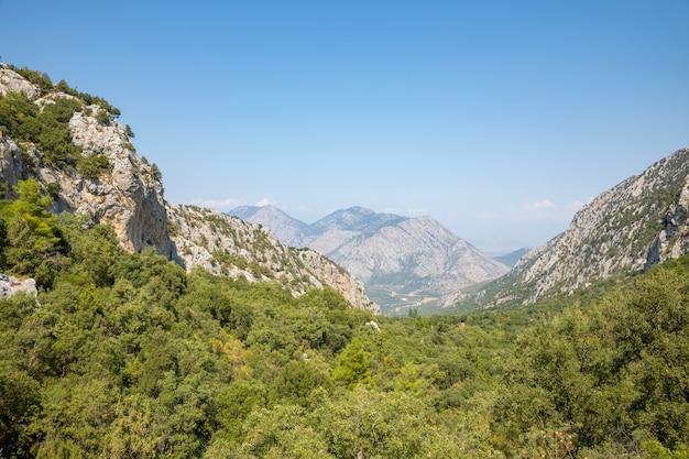 Vista sulle montagne dall'antica città di termessos vicino ad antalya in turchia