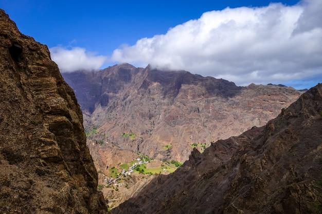 Paesaggio delle montagne nell'isola di santo antao, capo verde, africa