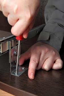 Montaggio mobili raccordo computer scrivania tastiera vassoio binario cassetto guida di scorrimento vite di avvitamento.